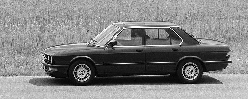 Pod lupou: BMW M5 - Bavorský dálniční expres: - fotka 21