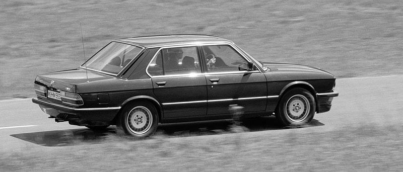 Pod lupou: BMW M5 - Bavorský dálniční expres: - fotka 22