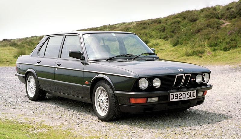 Pod lupou: BMW M5 - Bavorský dálniční expres: - fotka 28