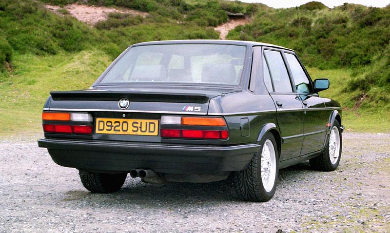 Pod lupou: BMW M5 - Bavorský dálniční expres: - fotka 29