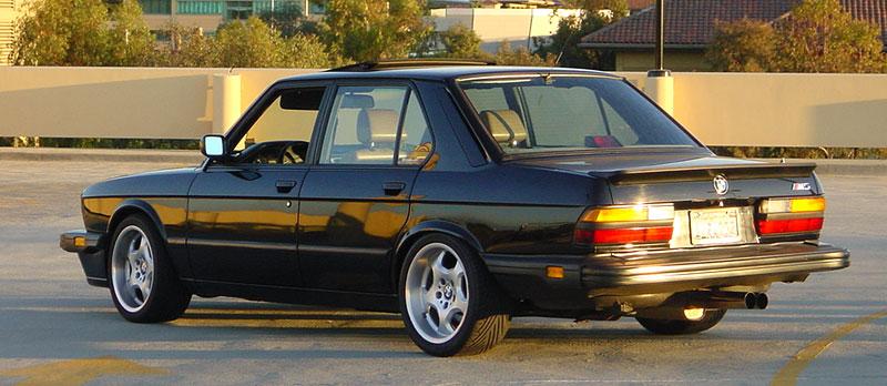 Pod lupou: BMW M5 - Bavorský dálniční expres: - fotka 32