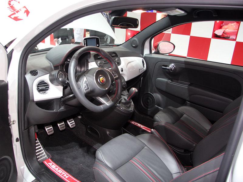 Paříž 2008 - Fiat 500 Abarth Esseesse - kompletní info: - fotka 2