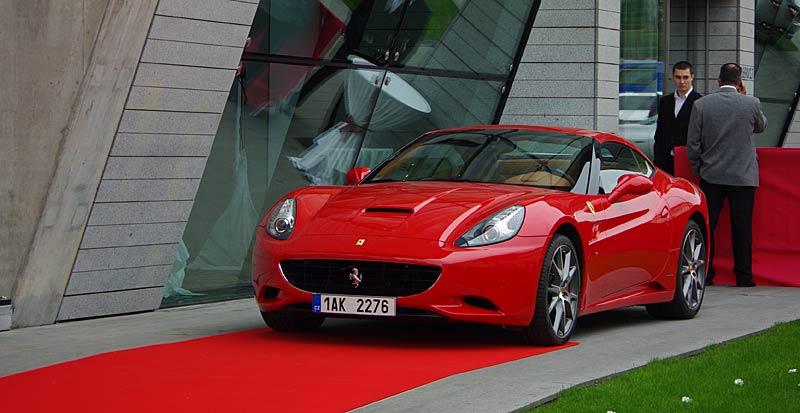 Felipe Massa otevřel v Praze showroom Ferrari: - fotka 4