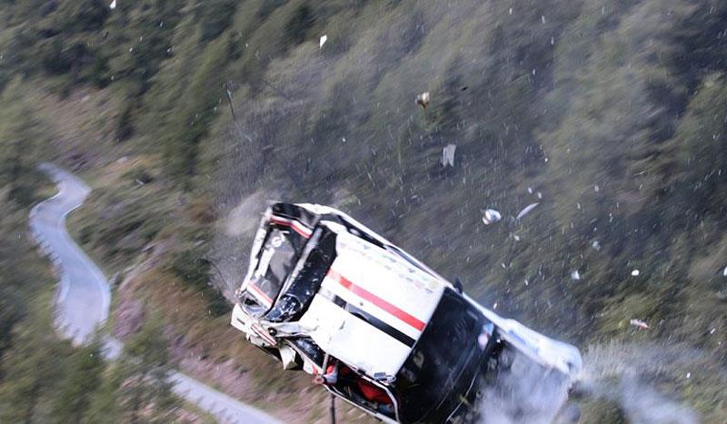 Děsivá bouračka ve starém závodním Fiatu ukazuje, jak důležitá je bezpečnostní klec: - fotka 3