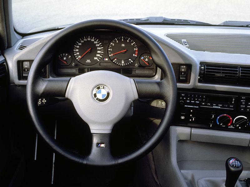 Pod lupou: BMW M5 - Bavorský dálniční expres: - fotka 33