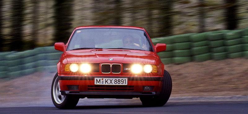 Pod lupou: BMW M5 - Bavorský dálniční expres: - fotka 37