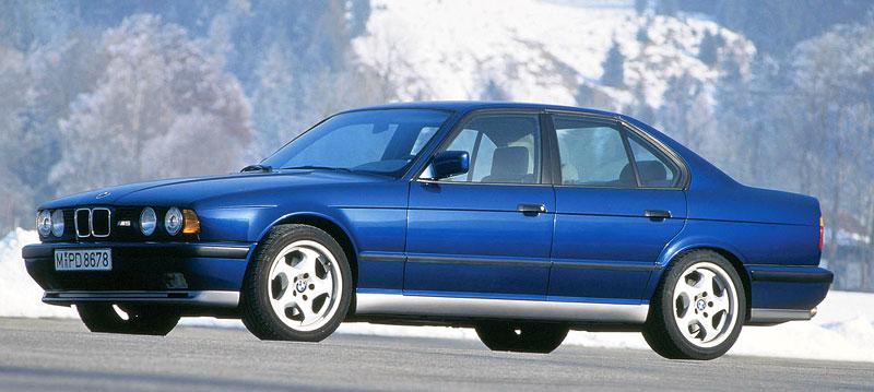 Pod lupou: BMW M5 - Bavorský dálniční expres: - fotka 40