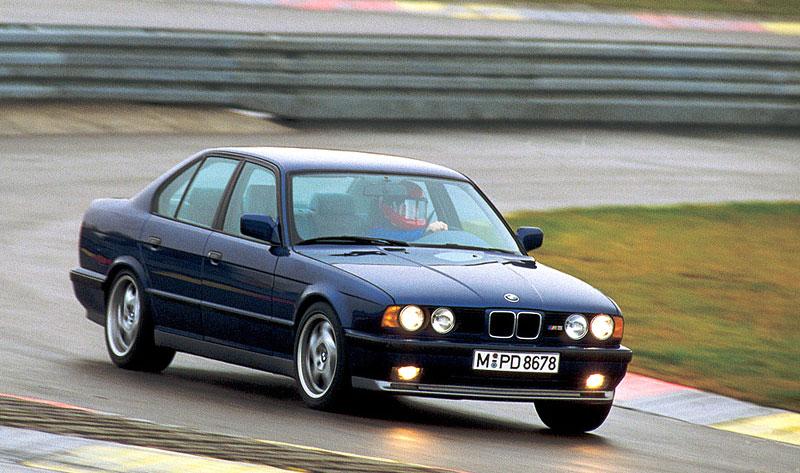 Pod lupou: BMW M5 - Bavorský dálniční expres: - fotka 47
