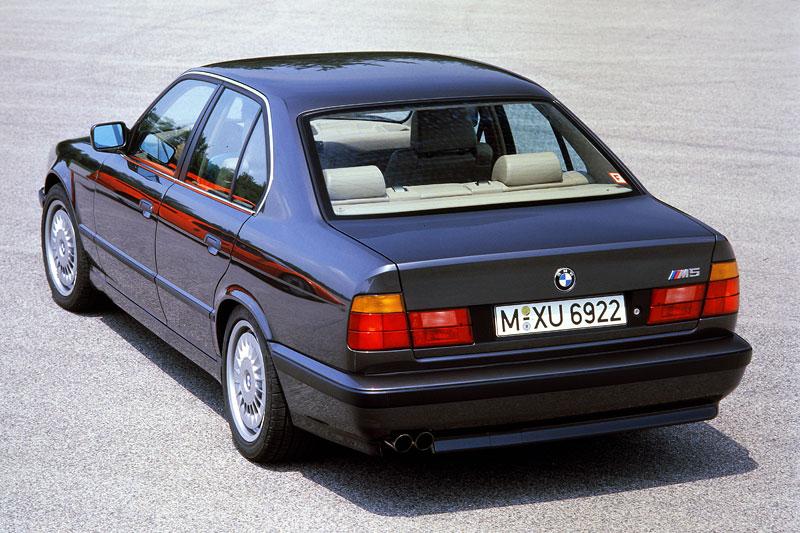 Pod lupou: BMW M5 - Bavorský dálniční expres: - fotka 49