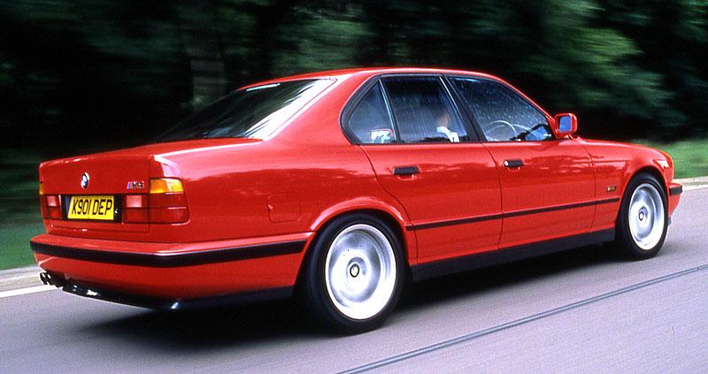 Pod lupou: BMW M5 - Bavorský dálniční expres: - fotka 50