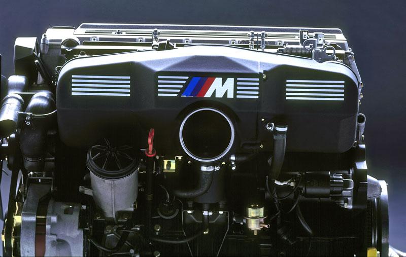 Pod lupou: BMW M5 - Bavorský dálniční expres: - fotka 53
