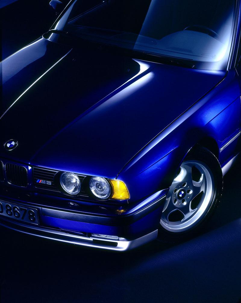 Pod lupou: BMW M5 - Bavorský dálniční expres: - fotka 54