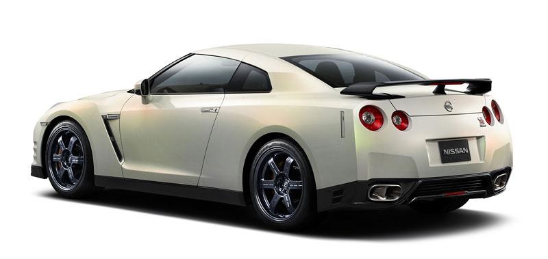 Nissan GT-R Egoist: je libo růžovou?: - fotka 12