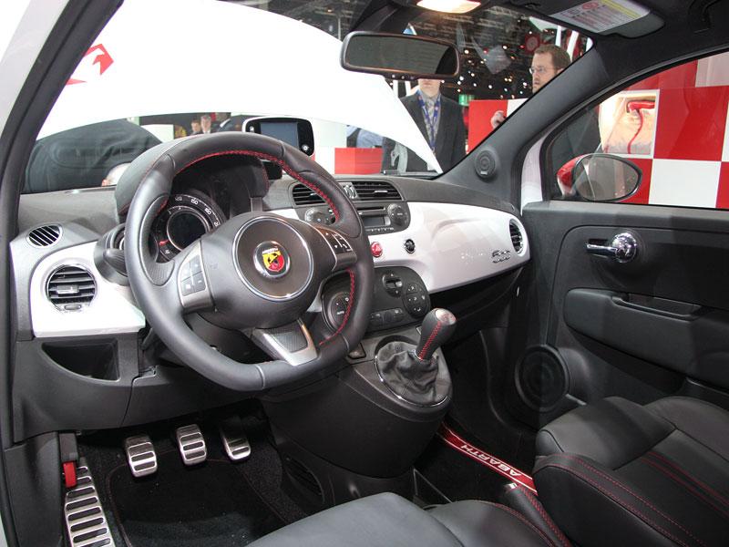 Paříž 2008 - Fiat 500 Abarth Esseesse - kompletní info: - fotka 3