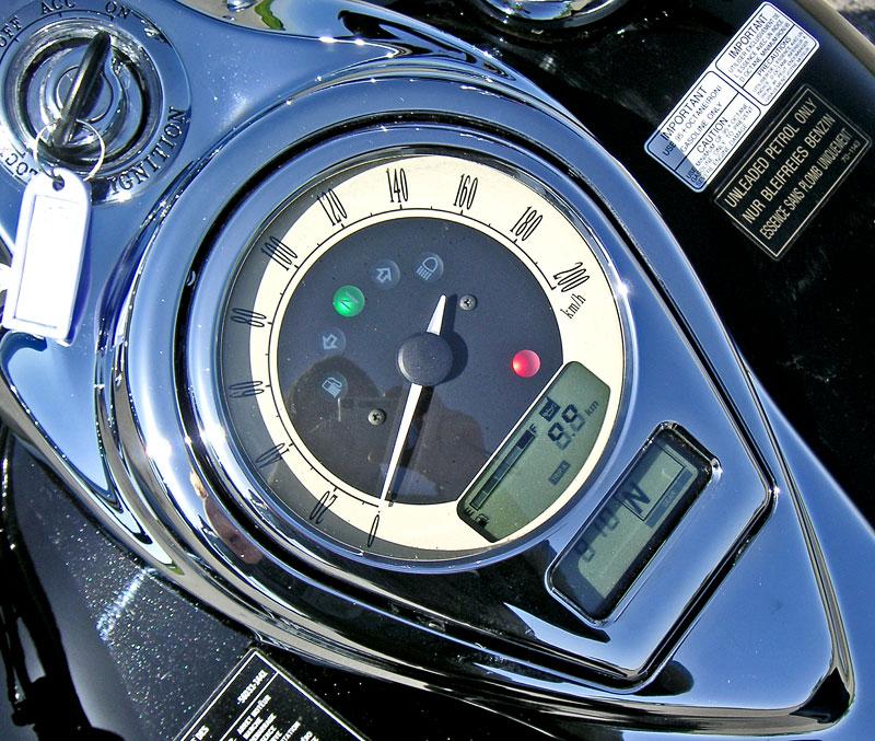 Za řídítky - Kawasaki VN1700 Classic a VN1700 Voyager: - fotka 4