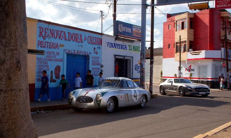 Mercedes-Benz 300 SL a SLS AMG společně na Carrera Panamericana: - fotka 4