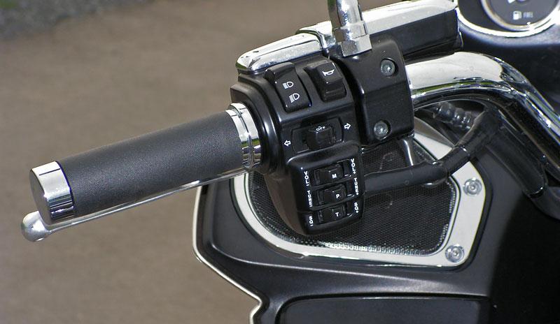 Test: Kawasaki VN1700 Voyager a srovnání s Harley-Davidson Electra Glide: - fotka 2