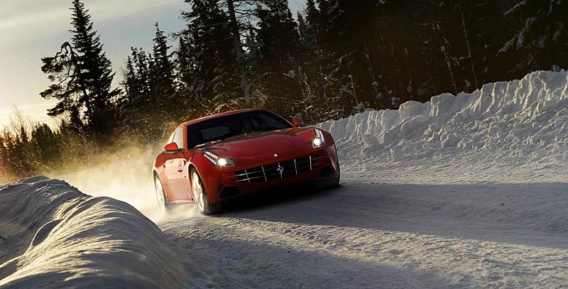 Ferrari FF v akci: nové fotografie italského granturisma: - fotka 4