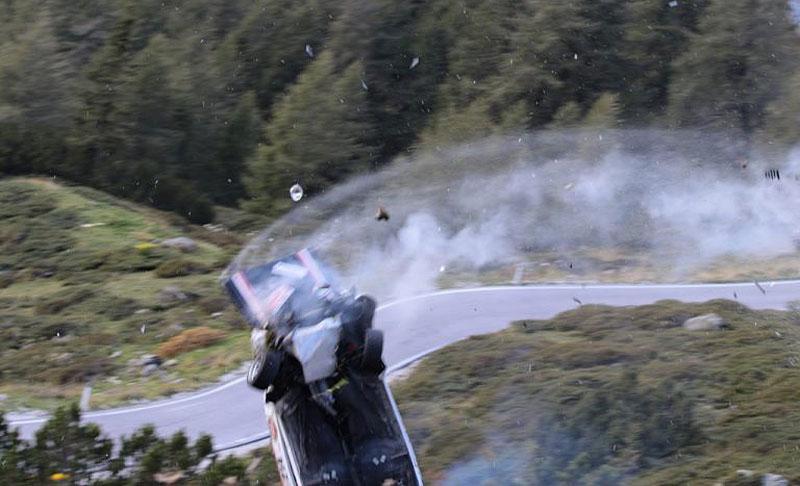 Děsivá bouračka ve starém závodním Fiatu ukazuje, jak důležitá je bezpečnostní klec: - fotka 4