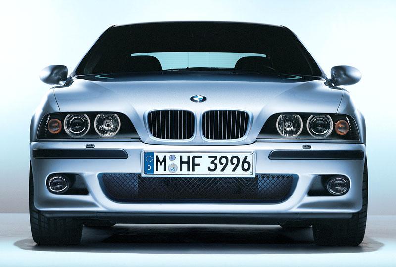 Pod lupou: BMW M5 - Bavorský dálniční expres: - fotka 67