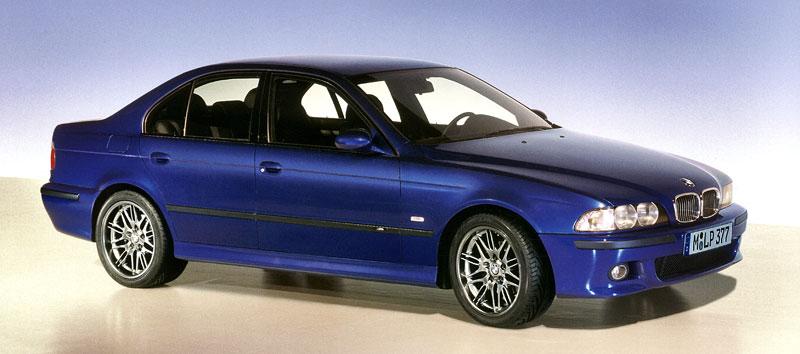 Pod lupou: BMW M5 - Bavorský dálniční expres: - fotka 69