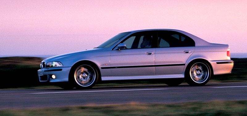 Pod lupou: BMW M5 - Bavorský dálniční expres: - fotka 72