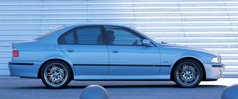 Pod lupou: BMW M5 - Bavorský dálniční expres: - fotka 73