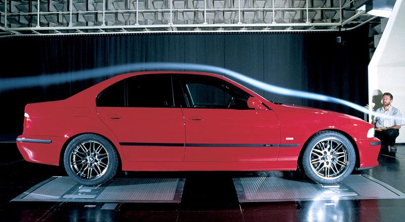 Pod lupou: BMW M5 - Bavorský dálniční expres: - fotka 74