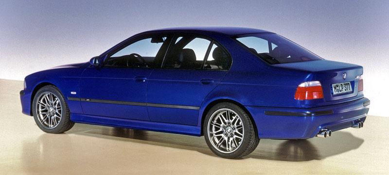 Pod lupou: BMW M5 - Bavorský dálniční expres: - fotka 75