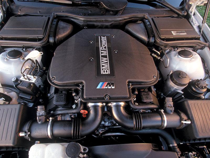 Pod lupou: BMW M5 - Bavorský dálniční expres: - fotka 79