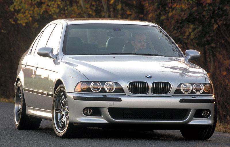 Pod lupou: BMW M5 - Bavorský dálniční expres: - fotka 86
