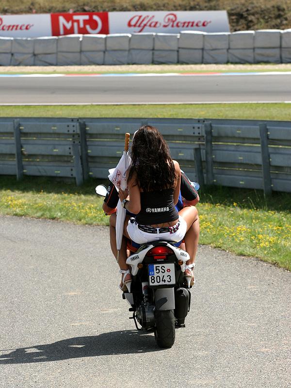 Víkend se Superbiky na brněnském okruhu (velká fotogalerie): - fotka 7