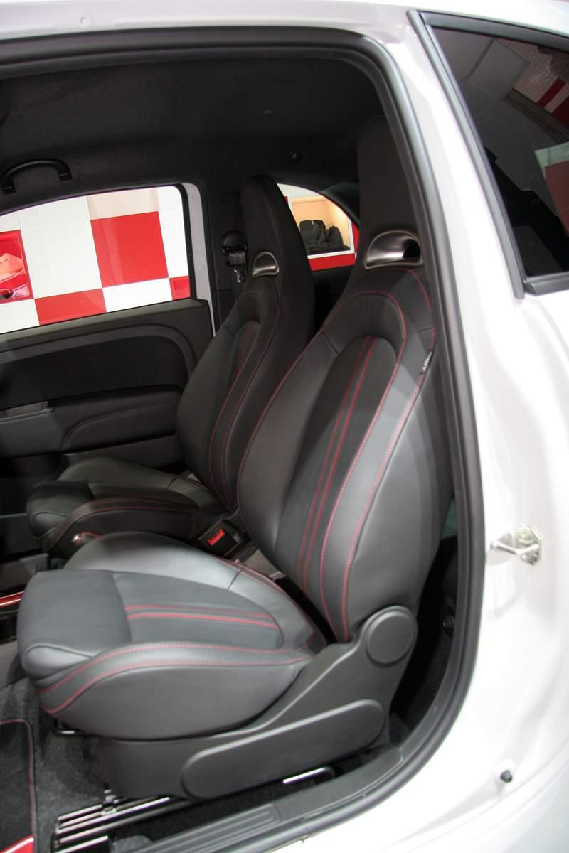 Paříž 2008 - Fiat 500 Abarth Esseesse - kompletní info: - fotka 4