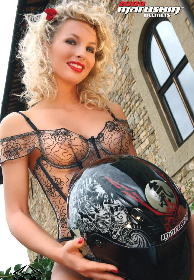 Kalendář Marushin 2009 - helmy a modelky: - fotka 6