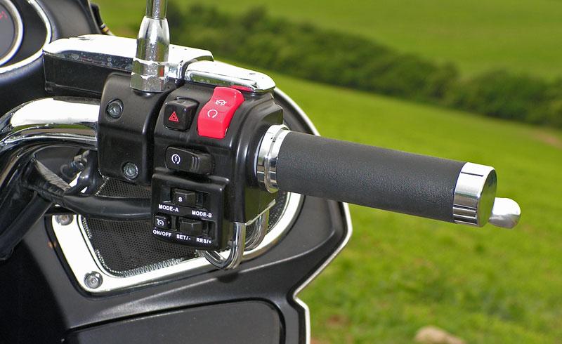 Test: Kawasaki VN1700 Voyager a srovnání s Harley-Davidson Electra Glide: - fotka 3