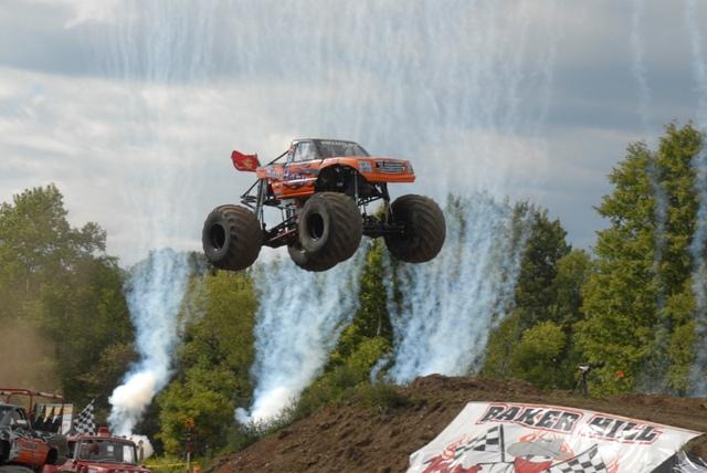 Bad Habit: Rekordní skok v monster trucku: - fotka 5