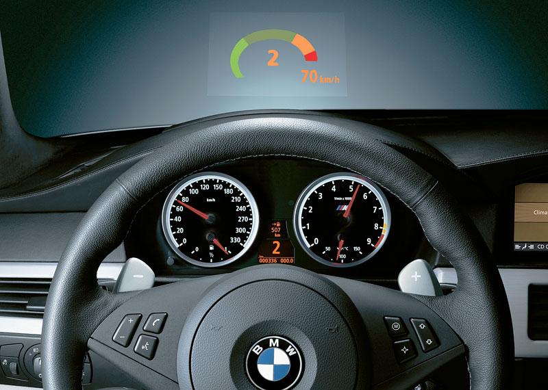 Pod lupou: BMW M5 - Bavorský dálniční expres: - fotka 90