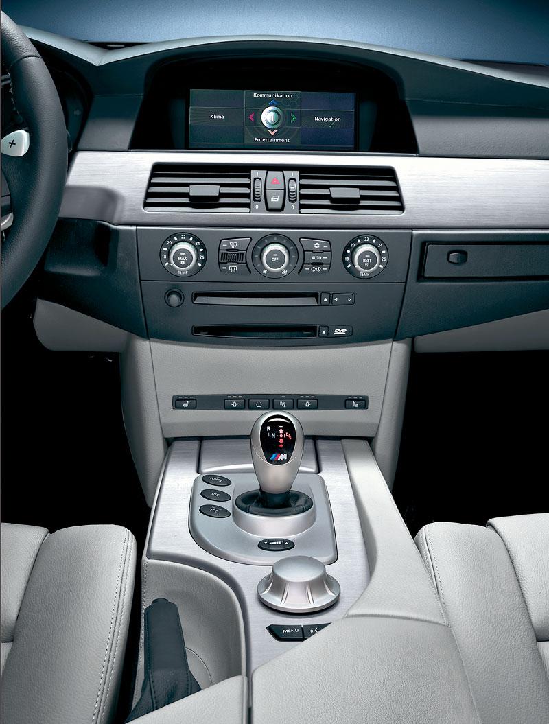 Pod lupou: BMW M5 - Bavorský dálniční expres: - fotka 93