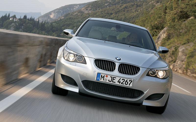 Pod lupou: BMW M5 - Bavorský dálniční expres: - fotka 95