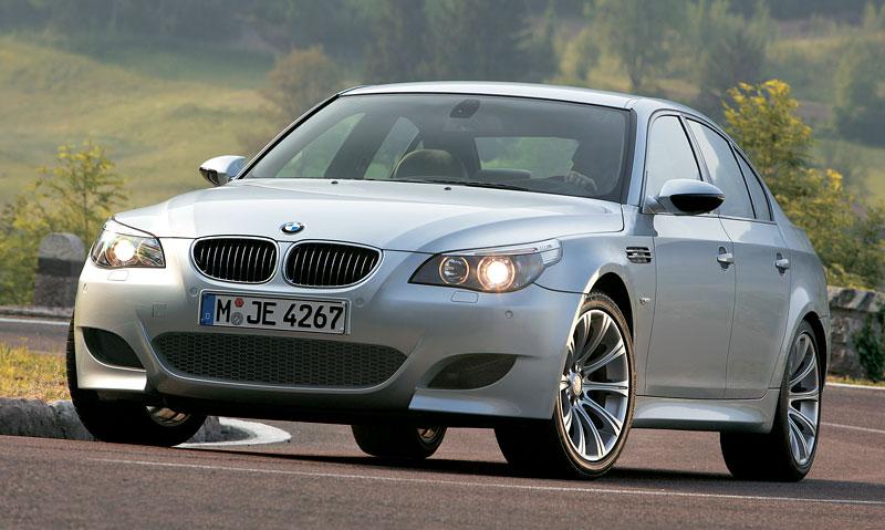 Pod lupou: BMW M5 - Bavorský dálniční expres: - fotka 96