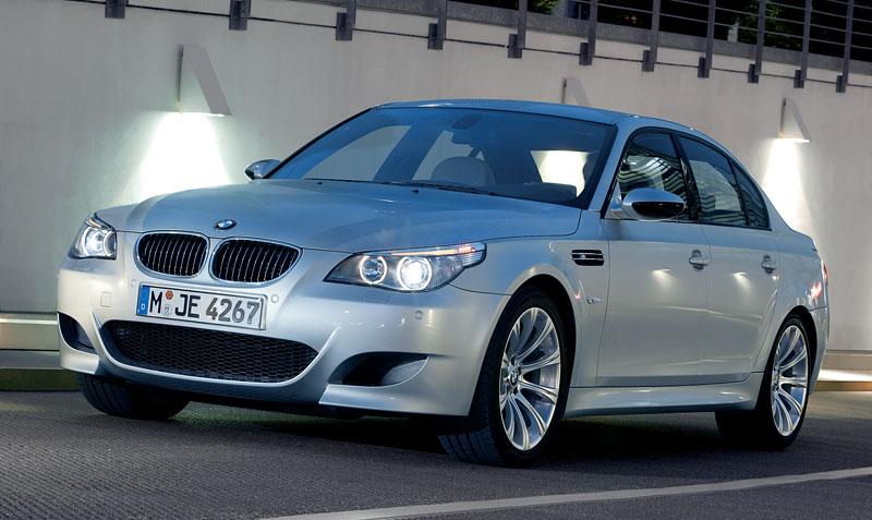 Pod lupou: BMW M5 - Bavorský dálniční expres: - fotka 98