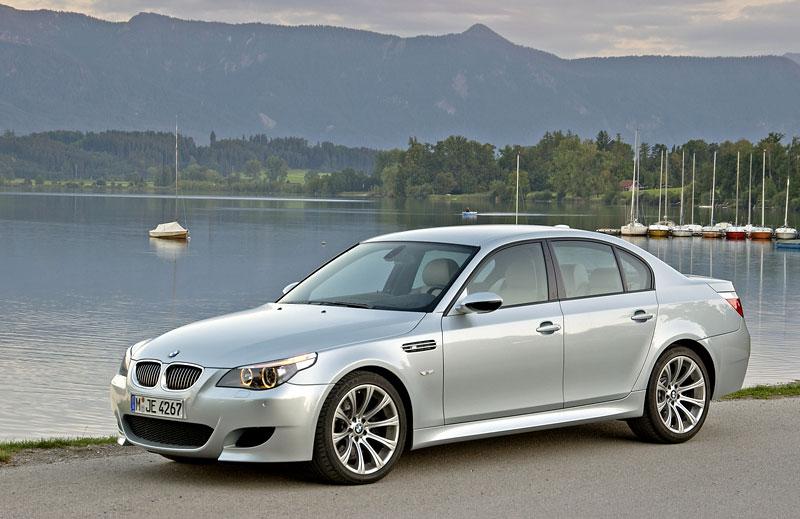 Pod lupou: BMW M5 - Bavorský dálniční expres: - fotka 100