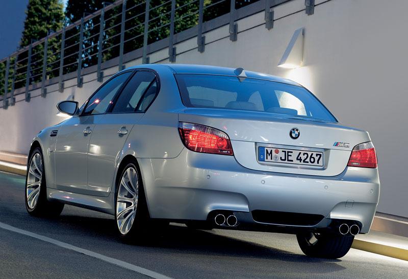 Pod lupou: BMW M5 - Bavorský dálniční expres: - fotka 103