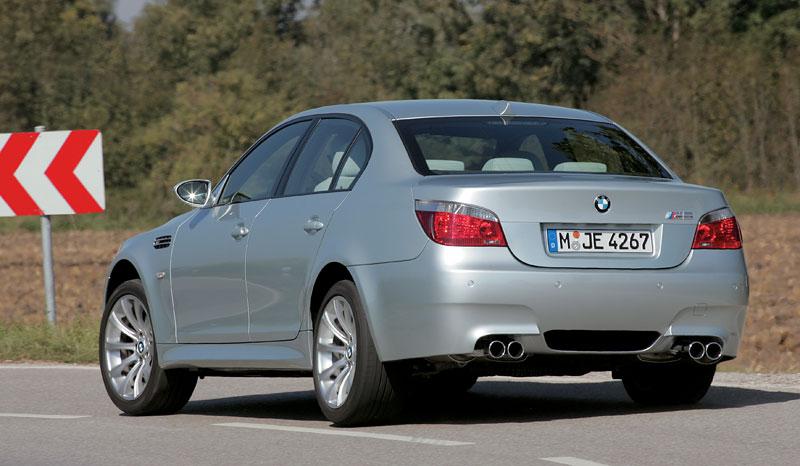Pod lupou: BMW M5 - Bavorský dálniční expres: - fotka 104