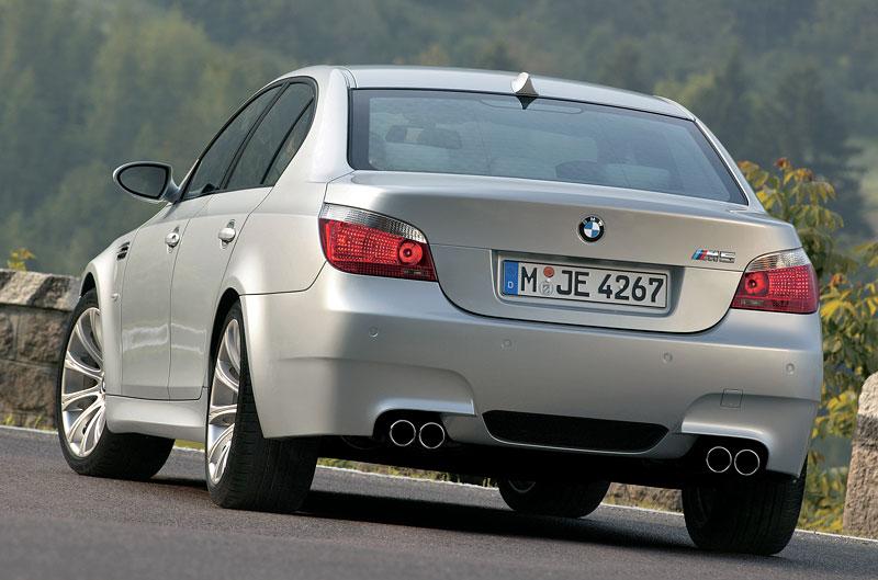 Pod lupou: BMW M5 - Bavorský dálniční expres: - fotka 105