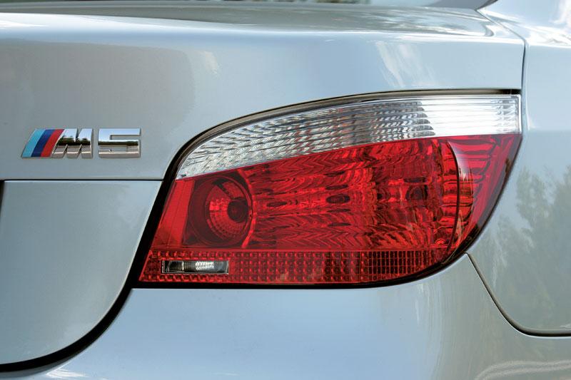 Pod lupou: BMW M5 - Bavorský dálniční expres: - fotka 110