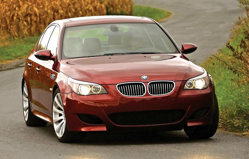 Pod lupou: BMW M5 - Bavorský dálniční expres: - fotka 118