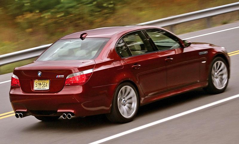 Pod lupou: BMW M5 - Bavorský dálniční expres: - fotka 120
