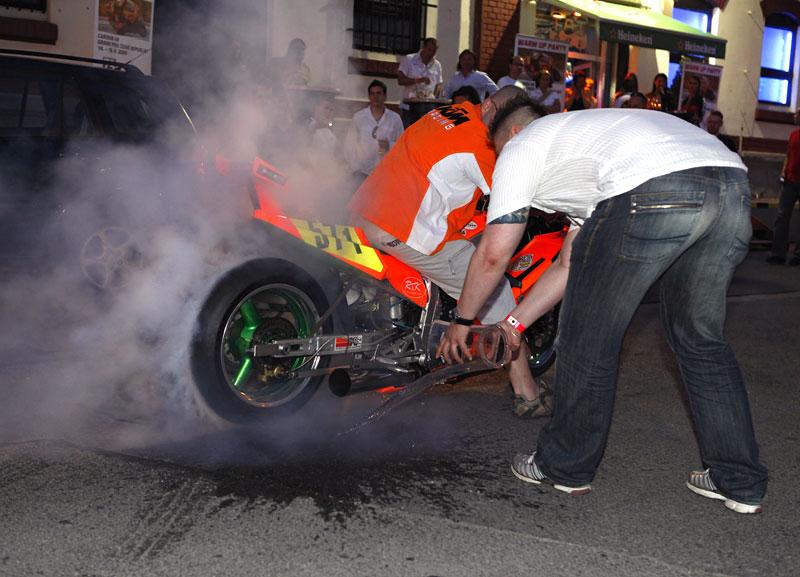 Grand Prix MOTO GP: warm up party jak má být (fotogalerie): - fotka 6