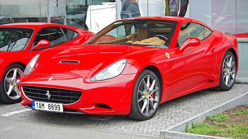 Felipe Massa otevřel v Praze showroom Ferrari: - fotka 7